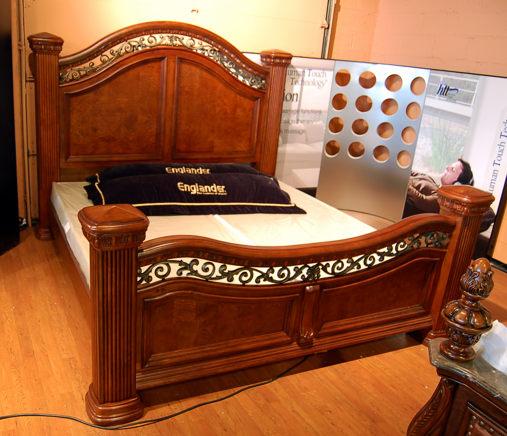 4 post mansion queen bed w wrought iron accents ebay. Black Bedroom Furniture Sets. Home Design Ideas